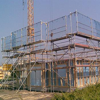 Einrüstung für den Neubau eines Einfamilienhauses