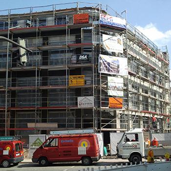 Gerüst für den Neubau eines Wohn- und Geschäftshaus in Detmold