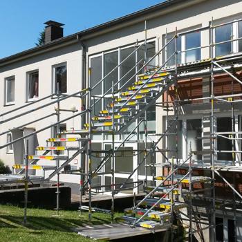 Temporärer Flucht-Treppenturm für ein Bürogebäude
